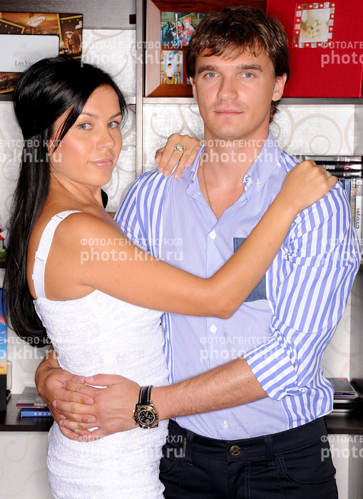 хоккеист паршин денис фото жены и сына мужчины густыми волосами