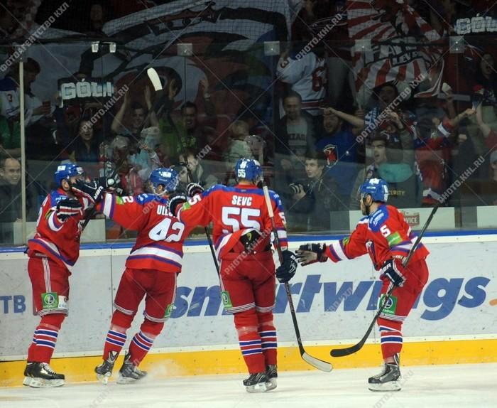 уверенная победа ХК Лев в первом матче над ХК Донбассом.